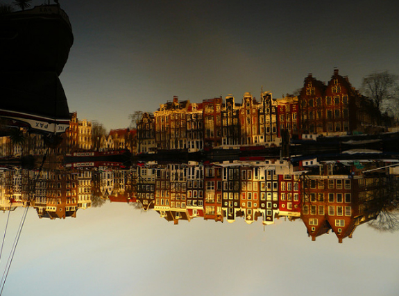 Amazing Photos of Mirror and Reflection Photography 17
