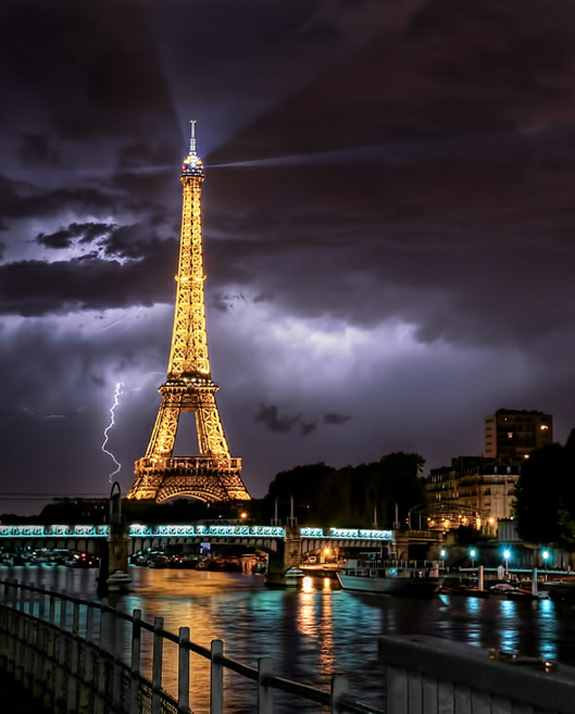 Paris - Lightning Photography