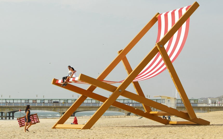 World's Largest Deckchair - Interesting Pictures